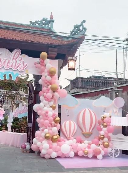 Cô dâu 200 cây vàng ở Nam Định thon gọn ngoạn mục so với lúc bầu, khoe nhan sắc lộng lẫy trong bữa tiệc của con gái đầu lòng 5