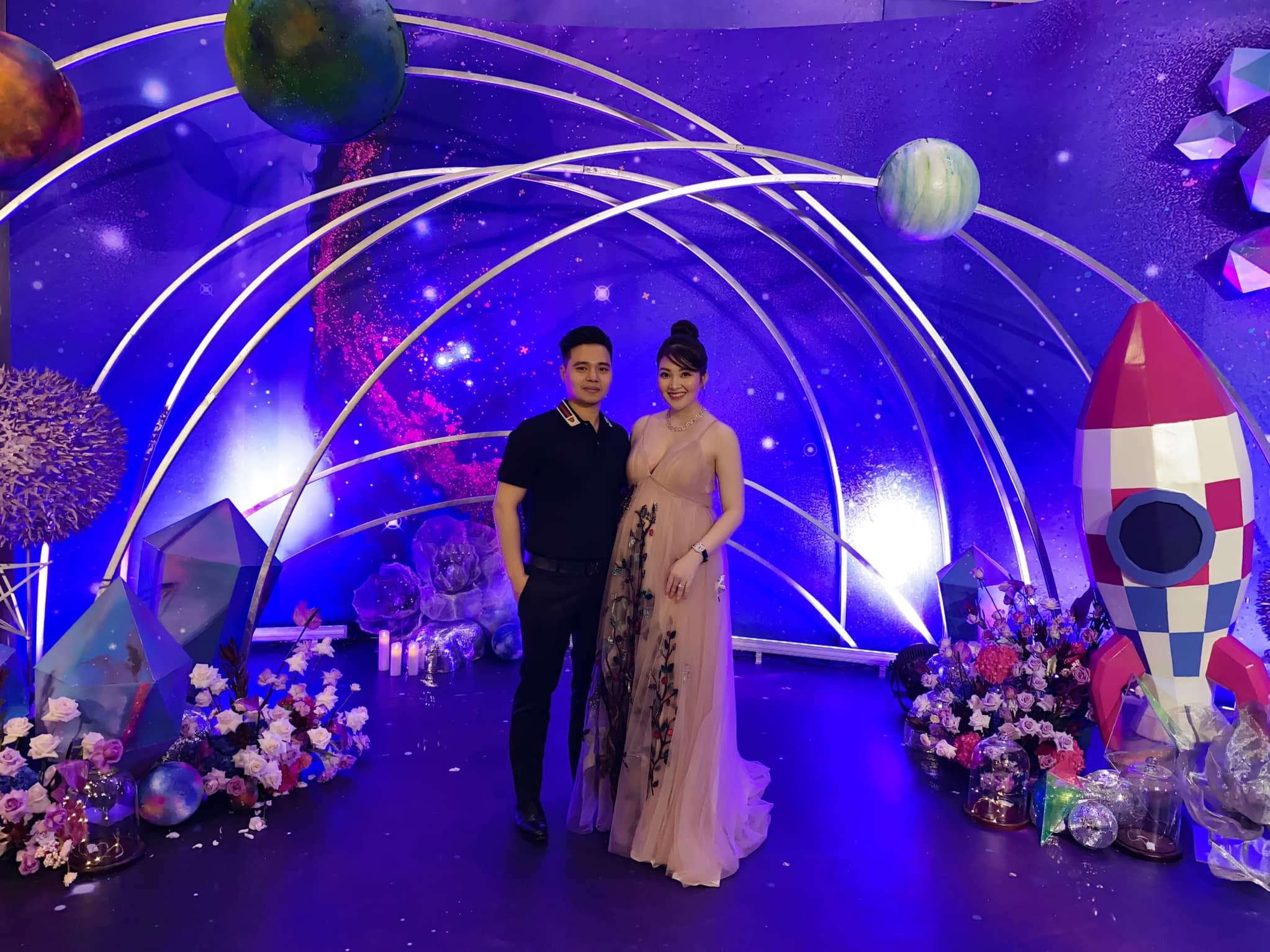 Cô dâu 200 cây vàng ở Nam Định thon gọn ngoạn mục so với lúc bầu, khoe nhan sắc lộng lẫy trong bữa tiệc của con gái đầu lòng 8