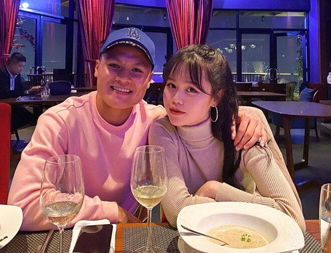 Quang Hải chính thức công khai bạn gái mới là Huỳnh Anh.