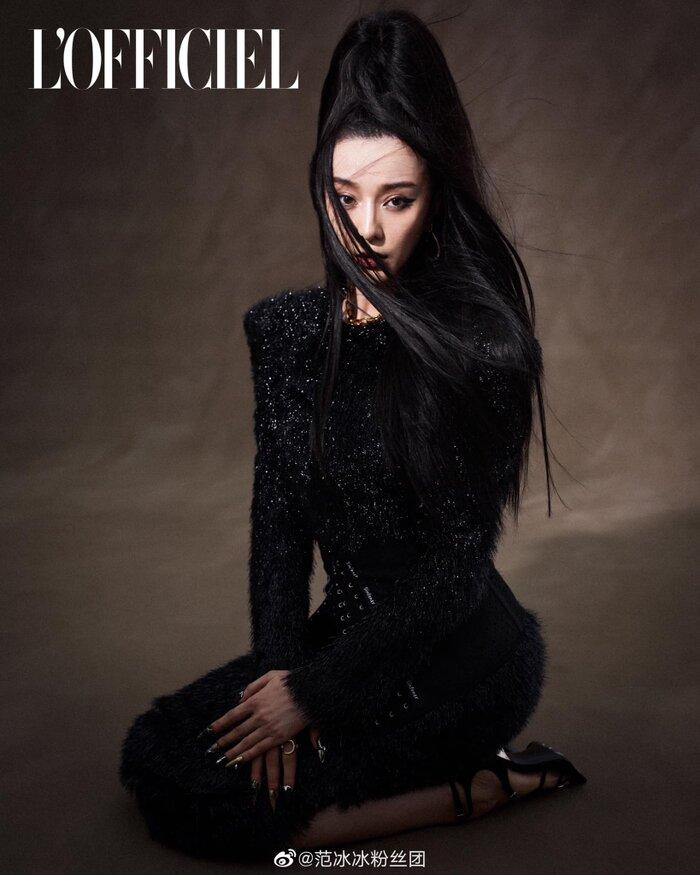 Trước đó, 'nữ hoàng hàng hiệu' Phạm Băng Băng xuất hiện tại event của nhà mốt Prada diễn ra ở Thượng Hải với cây đồ vô cùng thanh lịch & cổ điển.