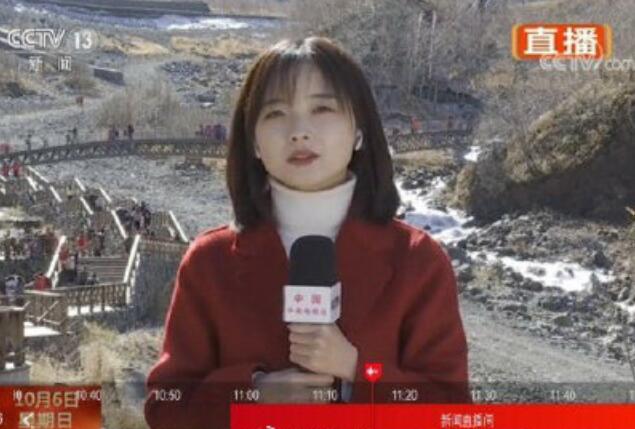 Vương Băng Băng dẫn chương trình trên sóng truyền hình.
