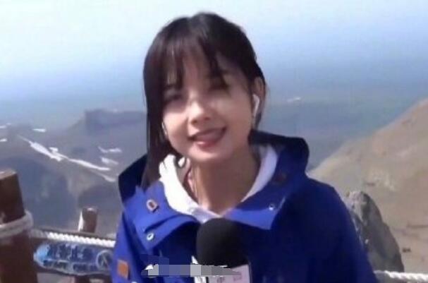 Nữ MC trẻ lên sóng truyền hình bất ngờ trở nên nổi tiếng khắp các trang mạng Trung Quốc, vừa xinh đẹp lại có khả năng dẫn chương trình vạn người mê 3