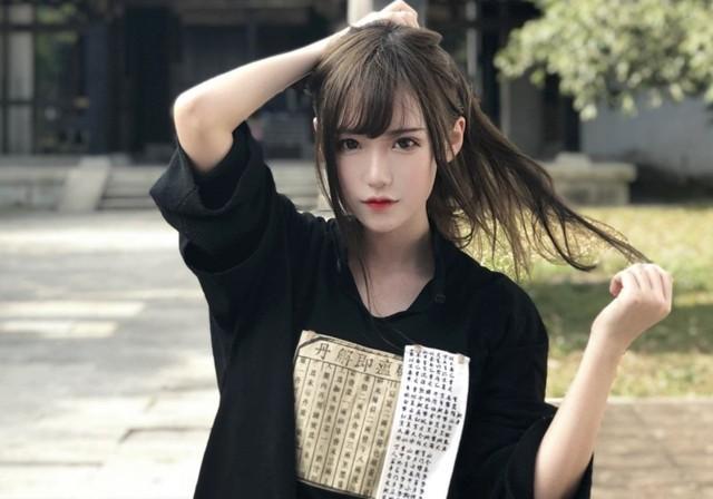 Trong suốt một tháng, cô đã nhận được gần 500 triệu VND từ phía anh chàng fan cuồng họ Trương