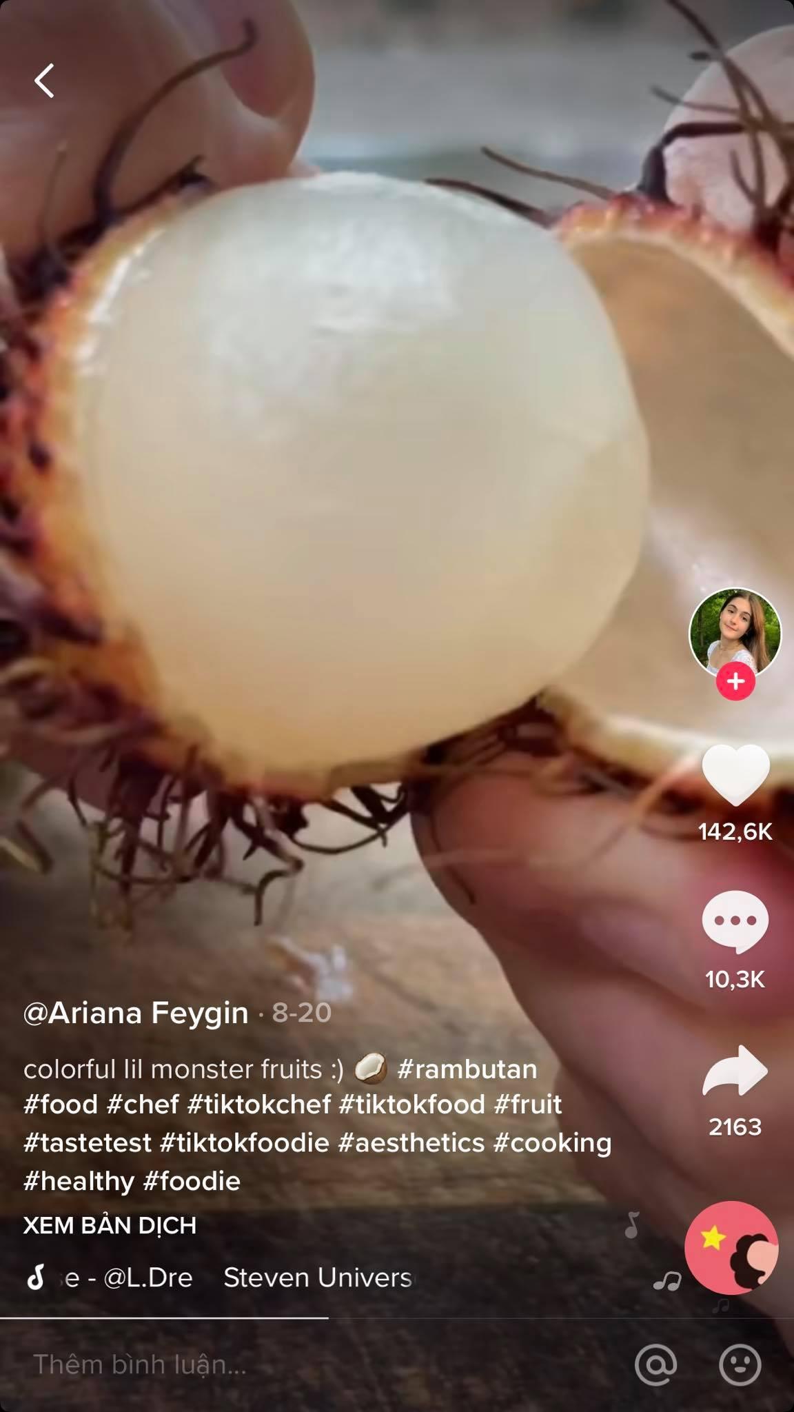 Người nước ngoài đang phát cuồng vì quả chôm chôm Việt Nam, nhưng một người phụ nữ lại gây tranh cãi vì làm clip hướng dẫn cách ăn quá kỳ quặc 1