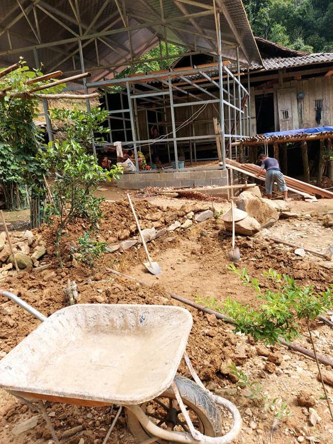 Ngôi nhà mới của 2 vợ chồng được xây dựng kiên cố bên cạnh nhà bố mẹ Hoa Cương.