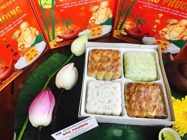 Những phần bánh của thương hiệu nổi tiếng phố Thụy Khuê vẫn được nhiều người mua về để ăn, làm quà biếu. (Ảnh: Đức Lương Dương)