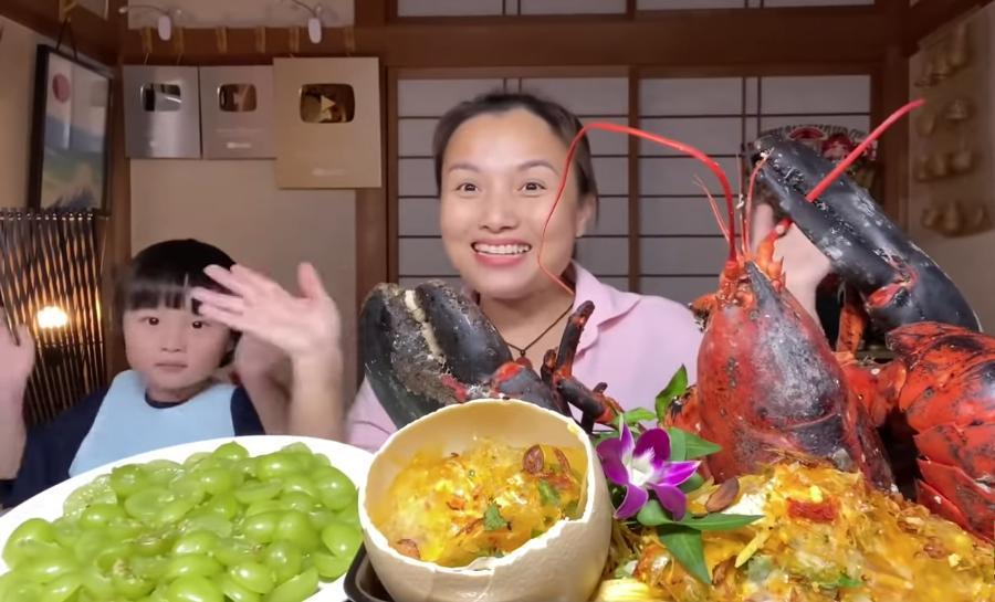 Liên tục làm video ăn tôm hùm, tôm càng, hải sản đắt đỏ, Quỳnh Trần JP khiến fan hâm mộ vừa thèm vừa ghen tị vì quá giàu có 7