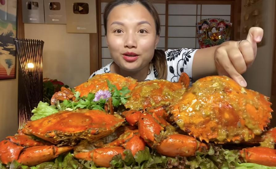 Liên tục làm video ăn tôm hùm, tôm càng, hải sản đắt đỏ, Quỳnh Trần JP khiến fan hâm mộ vừa thèm vừa ghen tị vì quá giàu có 9