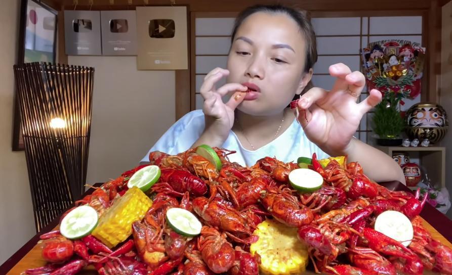 Liên tục làm video ăn tôm hùm, tôm càng, hải sản đắt đỏ, Quỳnh Trần JP khiến fan hâm mộ vừa thèm vừa ghen tị vì quá giàu có 20