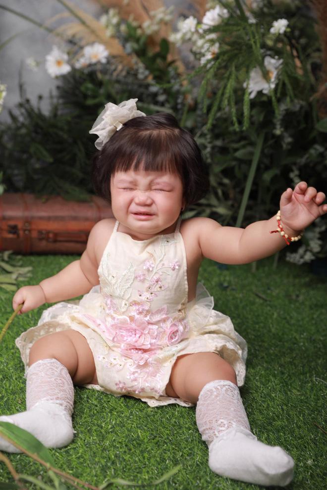 Chụp ảnh nhưng con gái 'khóc trôi cả studio', người mẹ lên tiếng giải thích về những tấm ảnh để đời 5