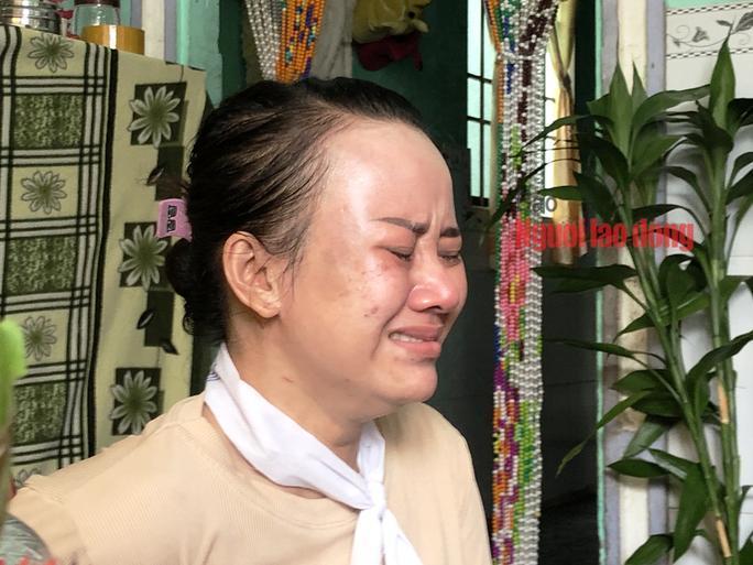 Chị Thảo (em vợ ông Khêl) khóc ngất khi anh rể mình qua đời