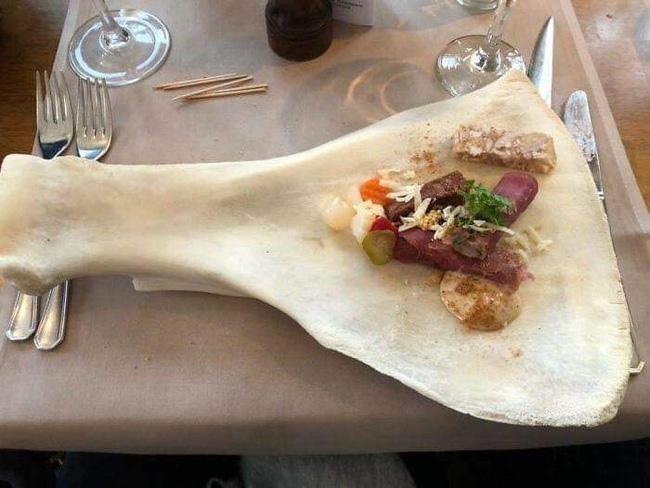 Loạt đồ ăn khi 'lên mâm' của các nhà hàng siêu trí tuệ khiến dân mạng cười ngất vì độ vô lý có '1-0-2' 2