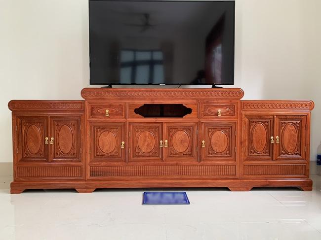 Chiếc 'chạn' ở trên giống hệt món nội thất chuyên dùng để trang trí phòng khách này (Ảnh minh họa)
