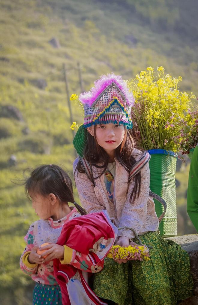 Nét đẹp rạng ngời bừng sáng cả một góc trời của em bé ở dốc Thẩm Mã gây xôn xao mạng xã hội 5