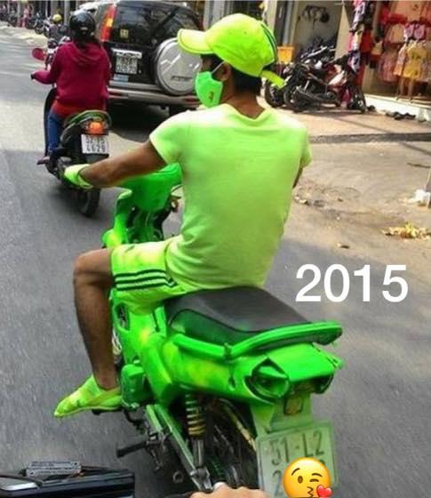 Nam thanh niên 6 năm trước diện cả cây xanh nõn chuối chạy xe ngoài đường, 6 năm sau còn gây sốc gấp bội phần 0