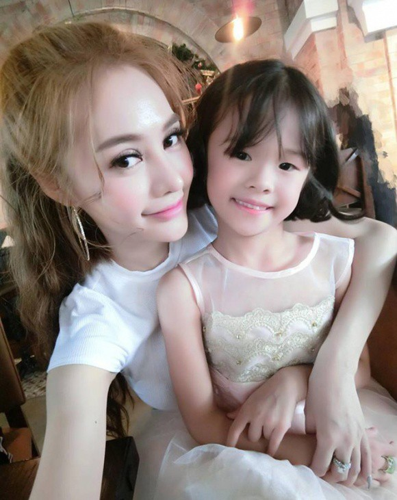 Linh Chi quan niệm tình cảm của cô với Kỳ Kỳ nên để cho cô bé tự cảm nhận.