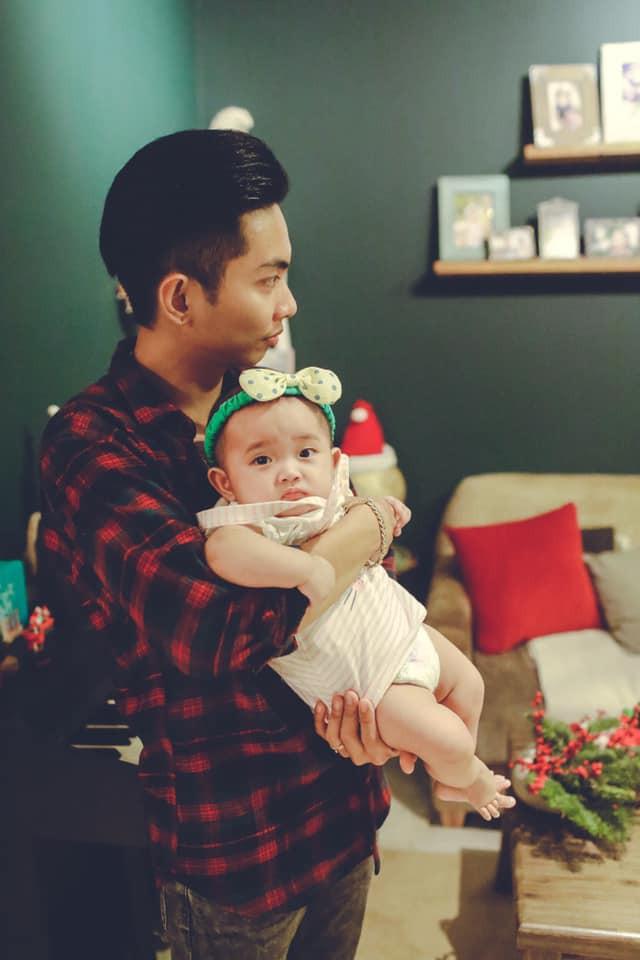 Bộ ảnh cận mặt dễ thương của con gái nhỏ nhà Khánh Thi - Phan Hiển 4