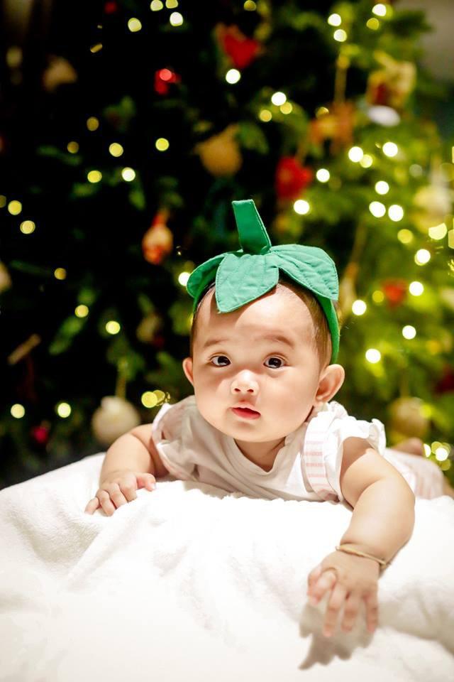 Bộ ảnh cận mặt dễ thương của con gái nhỏ nhà Khánh Thi - Phan Hiển 8