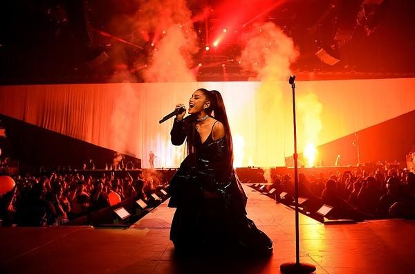 'Sweetener Tour' đối diện luồng khen - chê rõ rệt: Ariana Grande làm sao cho phải? 4