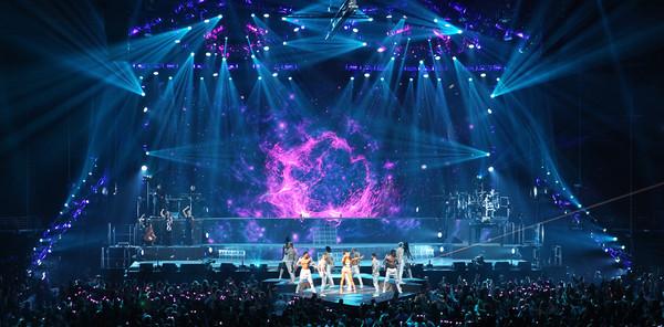 'Sweetener Tour' đối diện luồng khen - chê rõ rệt: Ariana Grande làm sao cho phải? 5