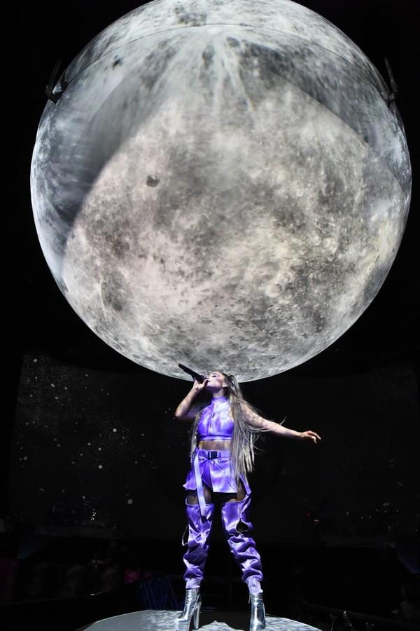 'Sweetener Tour' đối diện luồng khen - chê rõ rệt: Ariana Grande làm sao cho phải? 7