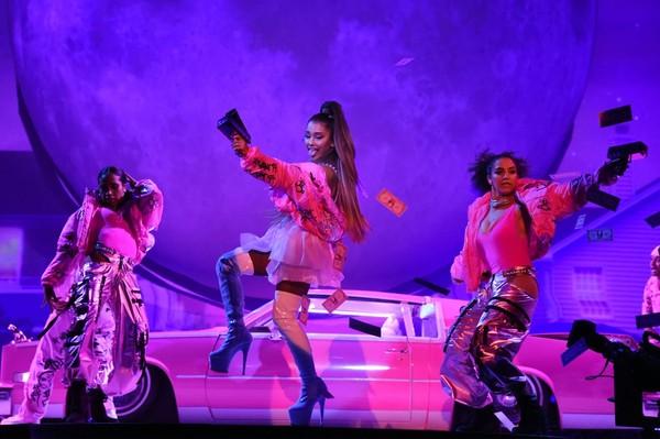 'Sweetener Tour' đối diện luồng khen - chê rõ rệt: Ariana Grande làm sao cho phải? 10
