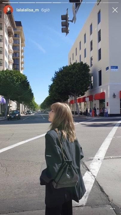 Còn đây chính là Lisa khi cô nàng chụp và đăng tải chỉ cách đây 1 ngày.