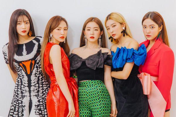 Red Velvet lồng ghép tất cả hình ảnh đặc trưng của các bài hát chủ đề vào ảnh teaser khiến fan thích thú.
