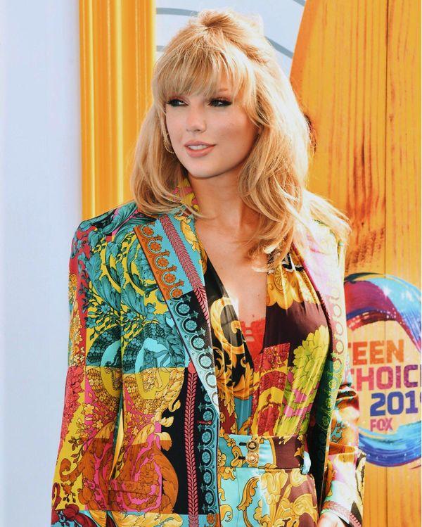 Taylor Swift xuất hiện vô cùng xinh đẹp tại lễ trao giải Teen Choice Awards 2019.