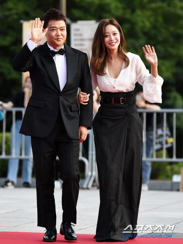Thảm đỏ 'Seoul International Drama Awards 2019': Trương Ngọc Ánh - Anh Dũng độ sắc Jang Nara và Ji Chang Wook 1