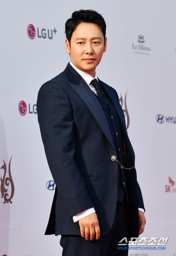 Thảm đỏ 'Seoul International Drama Awards 2019': Trương Ngọc Ánh - Anh Dũng độ sắc Jang Nara và Ji Chang Wook 15
