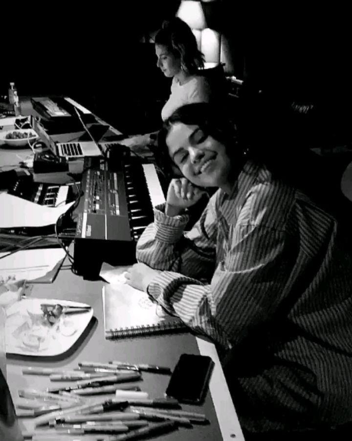 Selena Gomez chính thức trở lại công việc sau thời gian dài vắng bóng