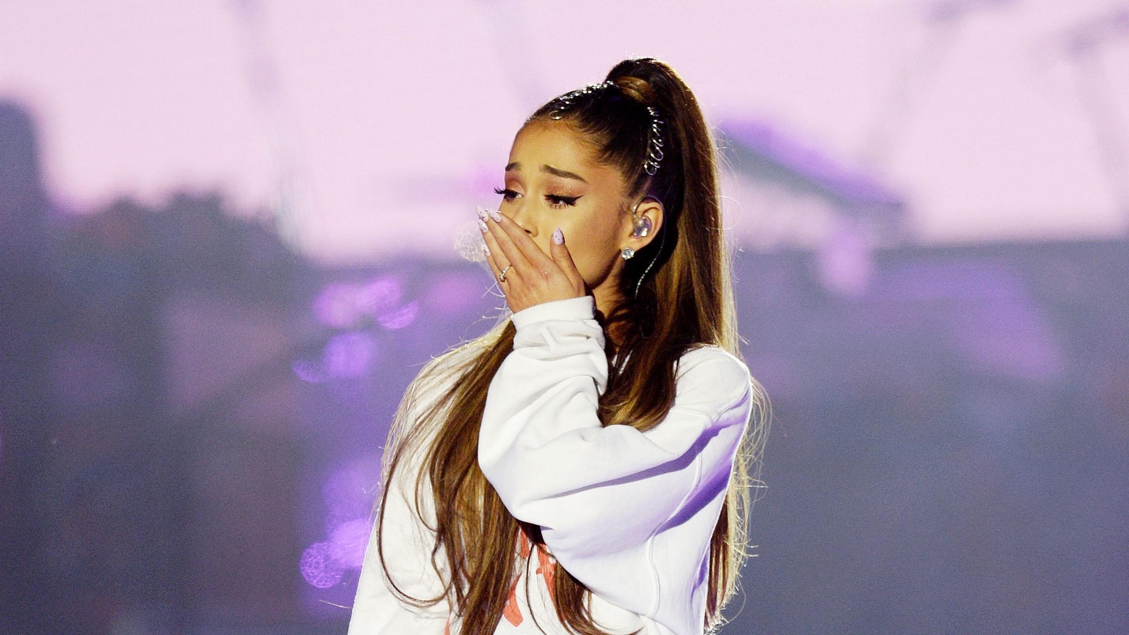 Ariana Grande tại buổi gây quỹ cho các nạn nhân xấu số tại Manchester.