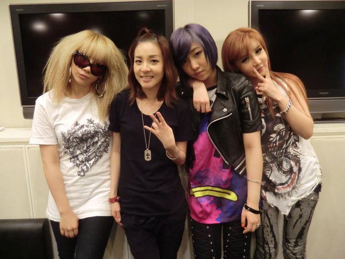 …chính là biểu tượng đã luôn được 2NE1 sử dụng kể từ khi debut.