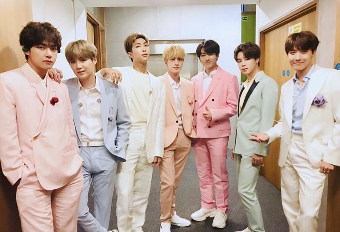 Nhóm BTSlà nghệ sĩ có album bán chạy nhất toàn cầu năm 2019.