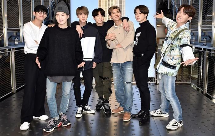 BTS hiện đang tiếp tục thực hiện tour diễn và lịch trình khác.