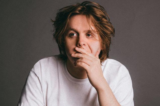 Với tài sáng tác xuất sắc, giọng ca đầy nội lực, Lewis đã được mệnh danh là 'phiên bản thứ 2' của Adele.