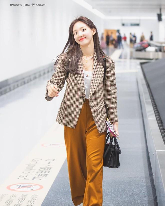 6 items đang được idol Hàn lăng xê nhiều nhất, bạn chưa update đừng hỏi sao phong cách cứ 'dậm chân tại chỗ' 14