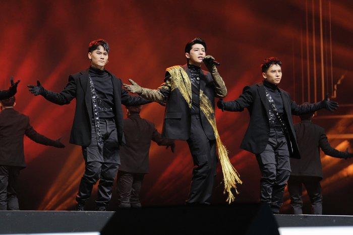 Vốn dĩ là người có khá nhiều kinh nghiệm trình diễn tại các sân khấu nước ngoài, nên Noo Phước Thịnh hoàn toàn dư sức làm chủ được tiết mục của mình.