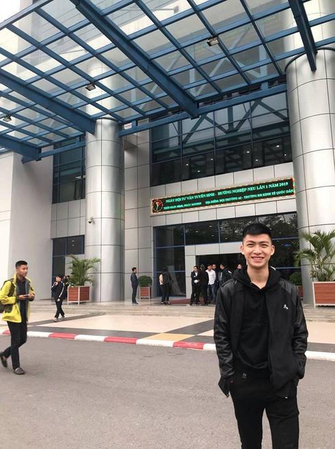 Nam sinh dũng cảm Phạm Đức Huy hiện đang là sinh viên năm 2 ngành Quản trị kinh doanh, Đại học Kinh tế Quốc dân