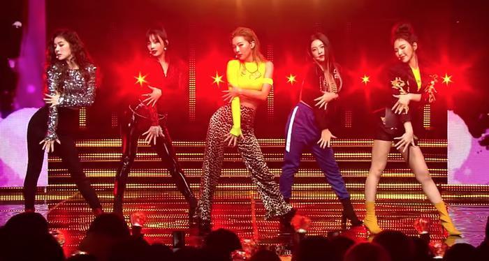 So với hai nhóm nhạc đối thủ, các hoạt động tấn công thị trường ngoài Hàn Quốc của Red Velvet bị cho là yếu thế hơn hẳn.