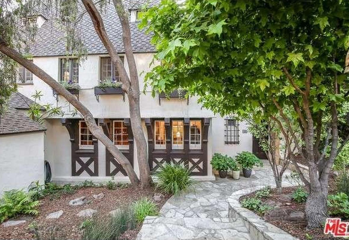 Ngôi nhà đẹp như trong cổ tích của mỹ nhân đắt giá nhất Hollywood 1