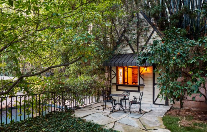Ngôi nhà đẹp như trong cổ tích của mỹ nhân đắt giá nhất Hollywood 3