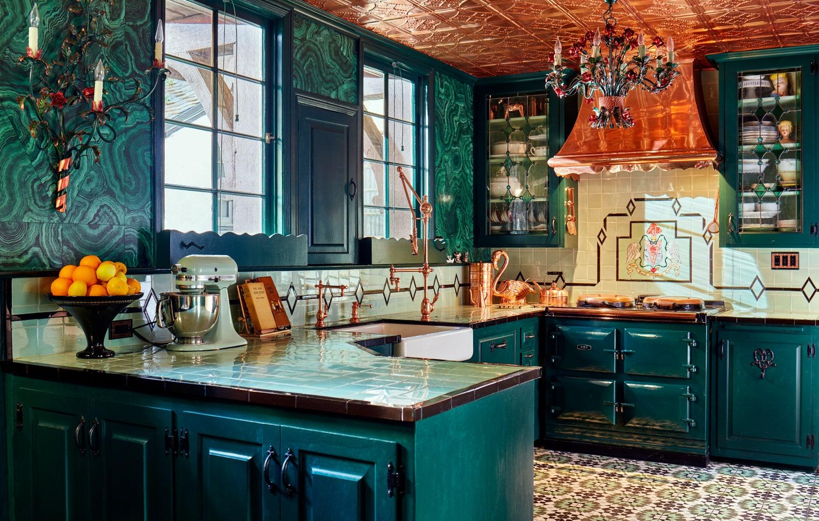 Ngôi nhà đẹp như trong cổ tích của mỹ nhân đắt giá nhất Hollywood 6
