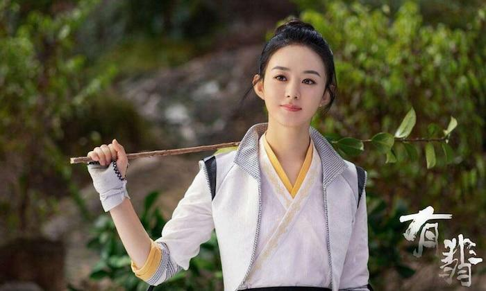 Triệu Lệ Dĩnh xinh đẹp, Vương Nhất Bác lộ vẻ đáng yêu trên phim trường 'Hữu phỉ' 4