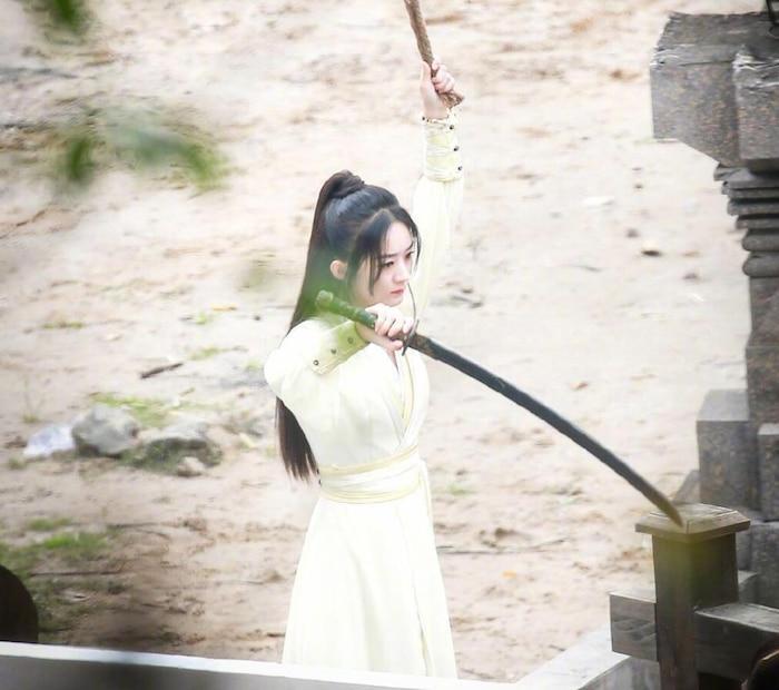Triệu Lệ Dĩnh xinh đẹp, Vương Nhất Bác lộ vẻ đáng yêu trên phim trường 'Hữu phỉ' 1
