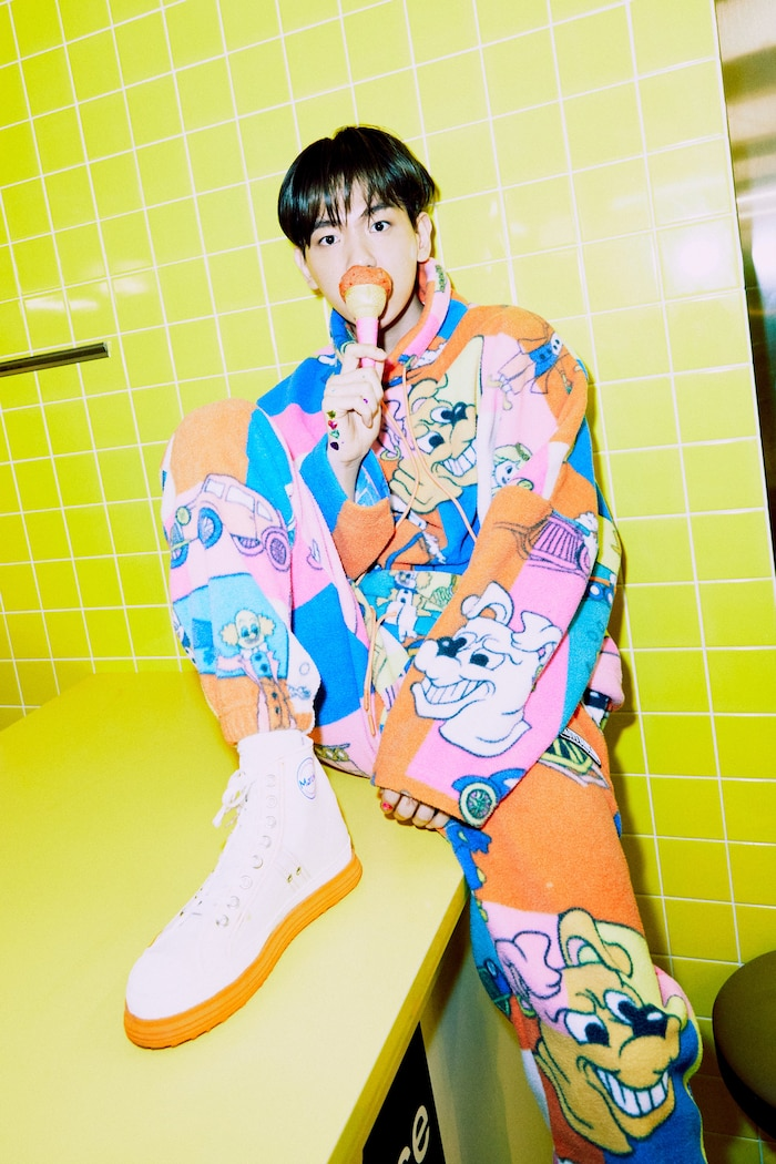 Sự tươi sáng trong trang phục và thần thái của Baekhyun.