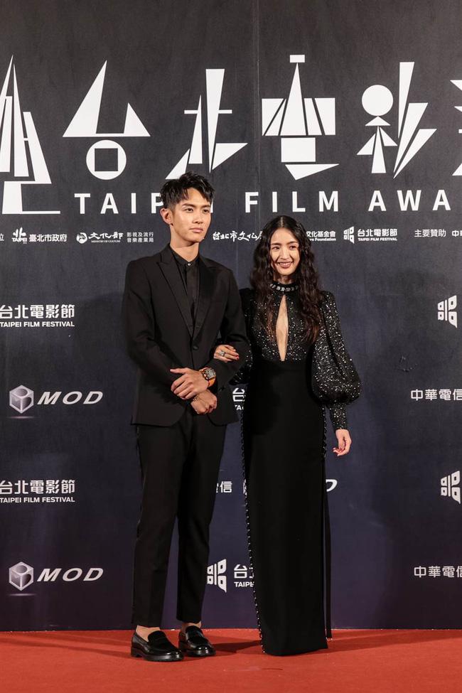 Thảm đỏ LHP Đài Loan 2020: 'Nữ thần xứ Đài' Lâm Y Thần già chát kém sắc, 'trai hư' Khưu Trạch tránh mặt Trương Quân Ninh sau lùm xùm tình ái 2