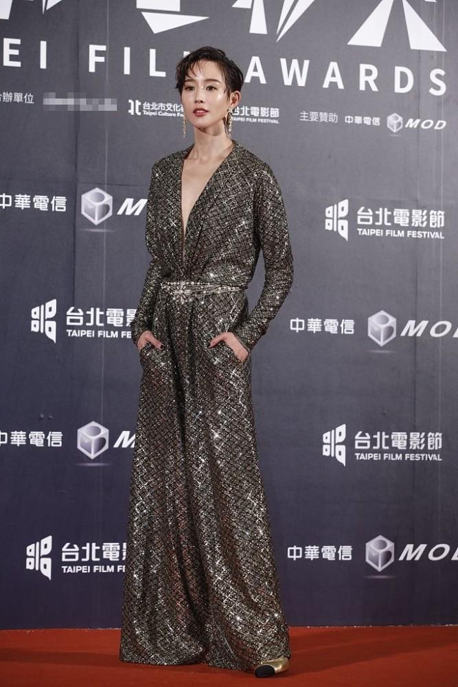 Thảm đỏ LHP Đài Loan 2020: 'Nữ thần xứ Đài' Lâm Y Thần già chát kém sắc, 'trai hư' Khưu Trạch tránh mặt Trương Quân Ninh sau lùm xùm tình ái 6
