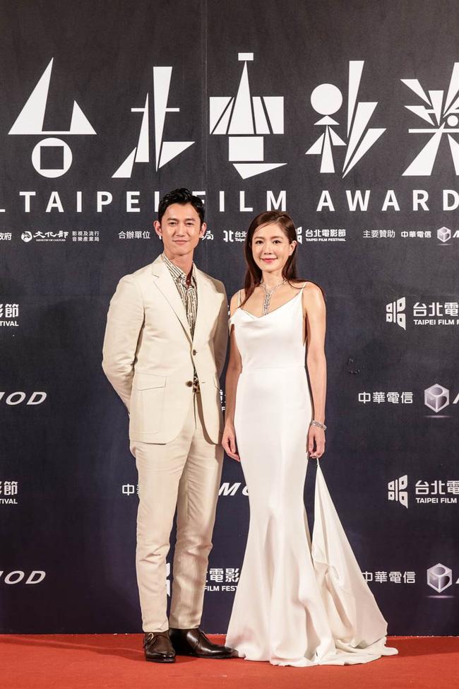 Thảm đỏ LHP Đài Loan 2020: 'Nữ thần xứ Đài' Lâm Y Thần già chát kém sắc, 'trai hư' Khưu Trạch tránh mặt Trương Quân Ninh sau lùm xùm tình ái 8